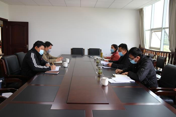 陈波主持召开城镇化建设专题调研座谈会